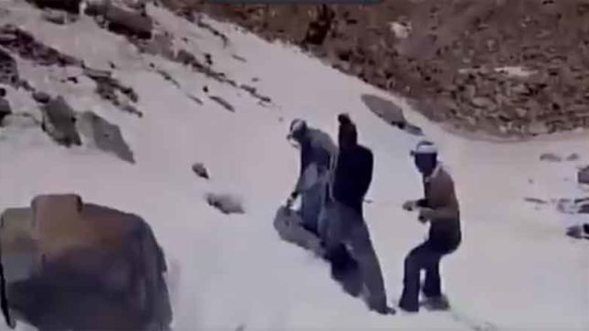SDRF rescued a Mountaineer from a snow hole in chamoli