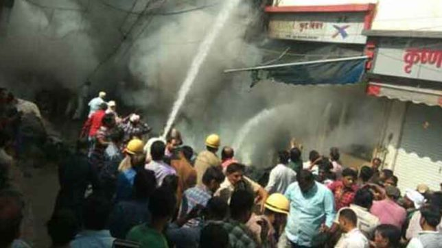 Ranipura, Ranipura Market, indore, MP, fire briged, police, patakha dealer, Fire in Indore, fire cracker shop, Indore News, Indore City, MP News, State news, State news in Hindi, Hindi news