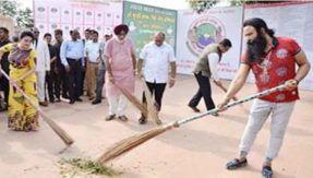 Baba Ram Rahim participates in Clean Indian campaign in Jaipur