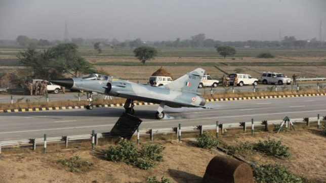 Indian air force, Indian air force Exercise, Fighter plane, lucknow-agra expressway, transport plane, fighter aircrafts, Defence Ministry