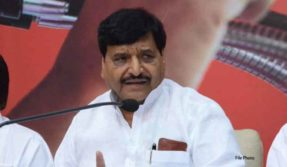 stone pelting on shivpal yadav car in etawah