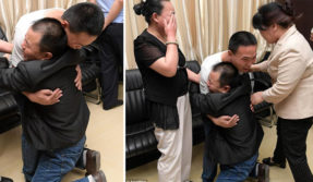 Father finally finds har son after 24 years after printing and sending 180,000 missing-person notices across China