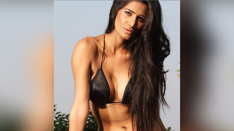 Poonam Pandey Sexy Video: Poonam Pandey takes over the internet with her sexy video, have a look !