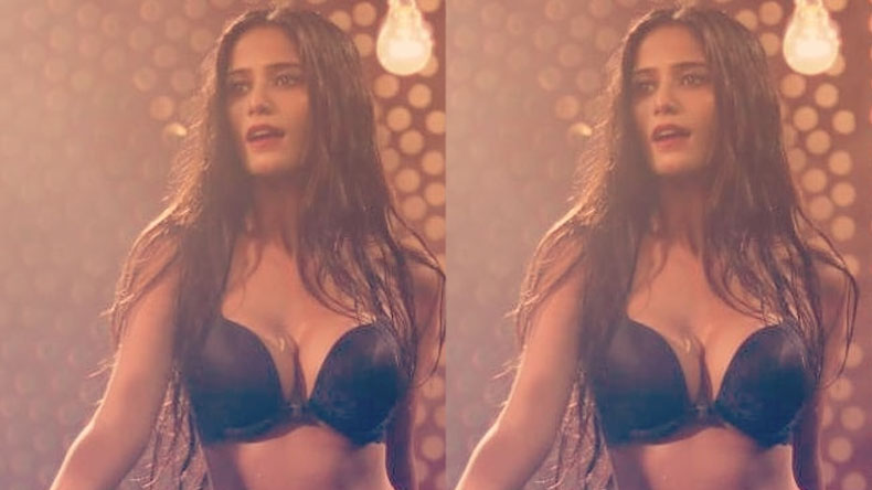 Poonam Pandey sexy hot video goes viral on internet, watch white dress video