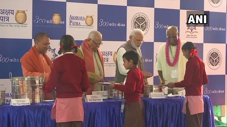 narendra Modi serving food to children