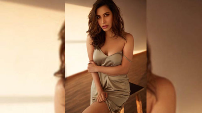 Sophie Choudry Sexy Video: Bollywood Actress Sophie Choudry